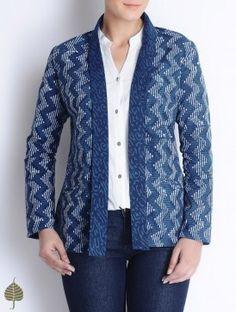 Natural Indigo-Ivory Bagru Printed Cotton Jacket by Jaypore Batik Blazer, Blouse Batik, Kurti With Jacket, Jacket Dress, Short Kurti Designs, Filipiniana Dress, Kurta Patterns, Batik Fashion, Kurti Designs Party Wear