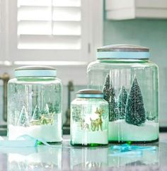 Decorate your home, make a gift or create an ornament with our 30 ideas for fun and easy Christmas crafts.