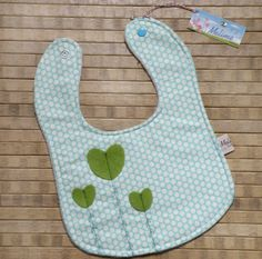 Valentines baby bib with green hearts gift by Melimebabybeeshop, $13.00