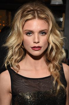 Long Hairstyles Lookbook: AnnaLynne McCord wearing Long Curls (3 of 3). AnnaLynne McCord looked stunning wearing her hair in a waterfall of curls at the TAO, Beauty & Essex, Avenue and Luchini LA grand opening.