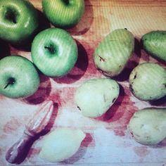 It's time to make our favorite Thanksgiving dish Pear & Apple Compote. Why do I only make this once a year? The recipe is in the post if you're looking for a delicious an refreshing dish to add to your menu. A favorite of our family's for more than 25 years. #thanksgivingfavorites #thanksgiving @foodandwinemag #familyfavorite