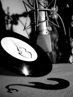 strato zoo, albert hofmann, ®es kaufmann, LSD, stanislav grof, psychedelic, chicago strat 1965, vinyl, U 67, john lennon,  stratocaster, cocaine, love, ayahuasca, bob marley, strato zoo - island of eternal living souls, trance, timothy leary, strato zoo switzerland, psylocibine,  gibson, ®a, guitar, jonathan ott, jazzmaster, THC, phantom V, tape, wir kinder vom strato zoo, ®ainbow electric sound studios,  DMT, recording, pink floyd, fender, MDMA, nelson mandela, amanda seyfried, fiona apple Timothy Leary, Sound Studio, Nelson Mandela, Amanda Seyfried, John Lennon, Pink Floyd, Trance, Bob Marley, Psychedelic