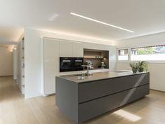 Einfamilienhaus# Feldkirch# modern Holzbau#moderne Architektur# Flachdach# Satteldach#massivbau#Holzschindelfassade#