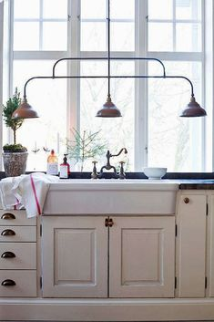 farmhouse sink and great light fixture