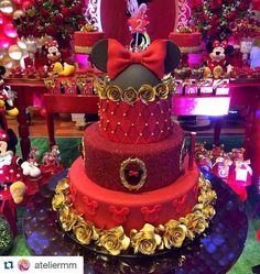 Bolo lindo para festa do tema Minnie! Bolo Fake Minnie, Mickey And Minnie Cake, Minnie Mouse 1st Birthday, Minnie Mouse Baby Shower, Minnie Mouse Cake, Mickey Party, Baby Shower Princess, Red Cake, Disney Cakes