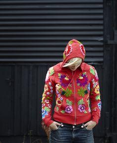 Fantastic embroidered sweater made by swedish embroidery artist Karin Holmberg… Scandinavian Embroidery, Swedish Embroidery, Wool Embroidery, Japanese Embroidery, Embroidered Clothes, Embroidered Jacket, Folk Fashion, Diy Fashion, Textiles