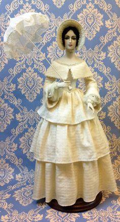 Princess Mary ( A. Koukinova) Realizzata in porcellana bianca  25 esemplari misura circa 60 cm. Abito in seta, ombrello in seta realizzato a mano.