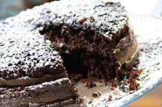 Bolo chocolate meio amargo com brigadeiro meio amargo. Dos Deuses