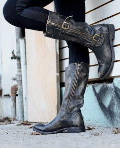 This cool moto boot has a functional inside and out zippers and buckles. GOGO features a hand-burnished aged look for that already-worn feel. The rugged construction sets this boot apart with comfort and durability.
