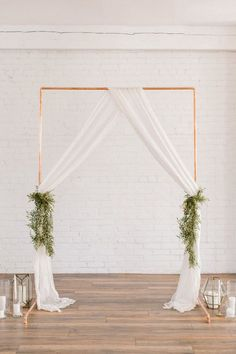 Simple Wedding Arch, Metal Wedding Arch, Copper Wedding, Wedding Ceremony Backdrop, Simple Weddings, Ceremony Arch, Wedding Backdrops, Arch Ways For Weddings, Church Weddings