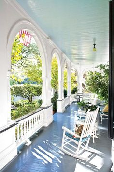 Old Southern charming home with wrap around porch and lovely arched fascia. i will have a wrap around porch Gazebo, Pergola, Carport Modern, Veranda Design, Southern Porches, Country Porches, Mediterranean Decor, Romantic Homes, Romantic Cottage