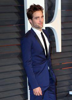 Pin for Later: 30 steinreiche Stars – die noch nicht mal 30 sind! Robert Pattinson, 28 Geschätztes Vermögen: 100 Millionen USD (ca. 89,12 Millionen Euro)