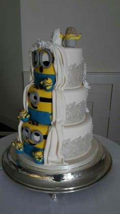 Wedding cake with Minion-side