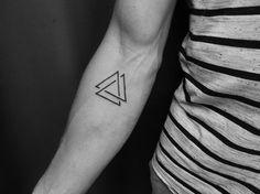 Infinite triangle tattoo Más