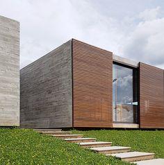 Zeitgenössisches Haus in Brasilia Architecture Résidentielle, Scandinavian Architecture, Minimalist Architecture, Contemporary Architecture, Architecture Portfolio, Contemporary Design, Facade Design, Exterior Design, Habitat Collectif