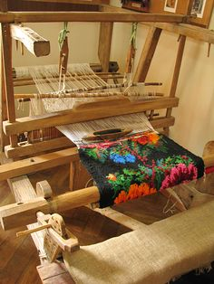 Weaving Textiles, Weaving Art, Tapestry Weaving, Loom Weaving, Romania People, Folk Embroidery, Flower Aesthetic, In Ancient Times, My Childhood