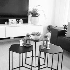 Staan ze bij jou ook al op de tafel? #oliebollen   Fijne laatste dag van 2017 gewenst!  #oliebol #onshuis #oudennieuw #oudjaarsdag #binnenkijken #instahome #interiør #vtwonenbijmijthuis #vtwonen #myhometoinspire #myinterior #interiordesign #interior123 #interieur #wonen #zwartwitwonen #showhome #showhometop5 #interiorlover
