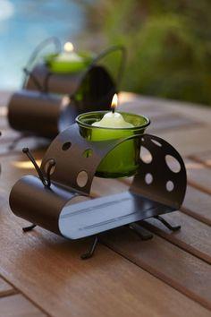 https://srees.partylite.de/Shop/Product/541 VOTIVKERZENHALTER KLEINE GARTENBEWOHNER MARIENKÄFER Charmante Figuren aus wetterbeständigem Metall feingliedrig gefertigt, mit je einem Votivkerzenglas. BxTxH: 14x7x10 cm  Der Votivkerzenhalter Marienkäfer ist vom 16. bis 31. März 2015 zum Special Sale Preis von € 11,90 erhältlich!