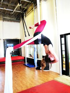 crucifix knee hook? with squared off pelvis? must try