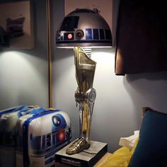 'A Christmas Story' Inspired Star Wars Droid Leg Lamp Star Wars Decor, Star Wars Art, Star Trek, Star Wars Christmas, A Christmas Story, Christmas Gifts, Holiday, Star Wars Lampe, Star Wars Zimmer