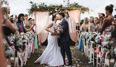 Organizar um casamento exige pensar em tantos temas que às vezes vocês se esquecem de um fundamental: os convidados. Saiba o que eles gostariam de encontrar em seu dia C para que a festa seja inesquecível para todos. #casamentoscombr #casamentos #casamentosbrasil #wedding #bride #noivas #convidados #festa #ideias