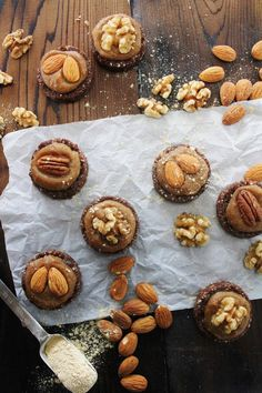 Almond Cacao Cookies with Salted Maca Caramel by This Rawsome Vegan Life Raw Dessert Recipes, Raw Vegan Desserts, Vegan Sweets, Raw Food Recipes, Cookie Recipes, Vegan Raw, Healthy Desserts, Cacao Recipes, Superfood Recipes