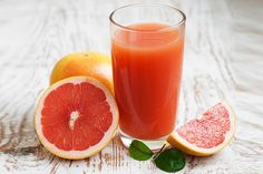 Amazing Benefits of Grapefruit You May Not Know. Grapefruit is one of the rare fruits which can help you in weight loss as well as prevents you from cancer. Grapefruit Benefits, Grapefruit Diet, Juicing Benefits, Health Benefits, Pink Grapefruit, Juice Smoothie, Smoothie Drinks, Smoothie Recipes, Yogurt Smoothies