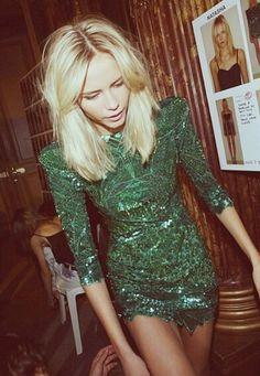 Love this hairstyle! Platinum blonde lob