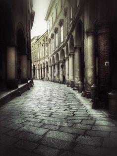 La magia dei portici di Bologna  foto via Twitter di @Sparalappio