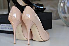 Nude shoes.. i love a good nude shoe