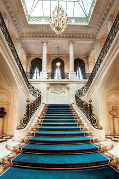 Pin on Escaleras Luxury Staircase, Grand Staircase, Staircase Design, Staircase Railings, Stairways, Architecture Design, Beautiful Architecture, Hotel Boutique, Classic House Design