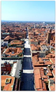 Our guide to the top 10 things to do in Bologna, Bologna with kids and everything else you might want to know about this great city http://www.wheressharon.com/europe-with-kids/top-10-things-to-do-in-bologna/