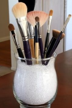 decorative way to store brushes