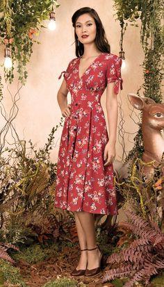 Fabuloso Parque – Antix Midi Dress Rabbits and Poems I Red Modest Dresses, Cute Dresses, Vintage Dresses, Beautiful Dresses, Casual Dresses, Summer Dresses, Formal Dresses, Modest Fashion, Fashion Dresses