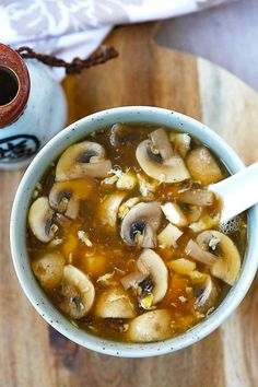 Tofu, mushrooms and egg in a spoon full of easy hot and sour soup. Easy Delicious Recipes, Healthy Recipes, Cheap Recipes, Easy Recipes, Asia Food, Soup Recipes, Cooking Recipes, Asian Soup, Japanese Recipes