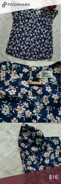 """Navy floral blouse small Cute lil' floral top with a front keyhole detail and adorable fluttery cap sleeves.  Pit to pit 18"""" Length 21"""" twine & string Tops Blouses"""