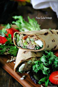 Простые, вкусные и легкие Салат с тунцом Обертывания - для большего количества рецептов, посетите мой блог на sandraseasycooking.com