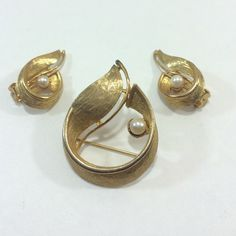 """Selling this """"Vintage goldtone Pearl earring brooch set"""" in my Poshmark closet! My username is: divine777. #shopmycloset #poshmark #fashion #shopping #style #forsale #Jewelry"""