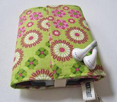 Nerd Herder gadget wallet in Boho Blossum for iPhone por rockitbot