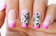 uñas decoradas con flores sencillas