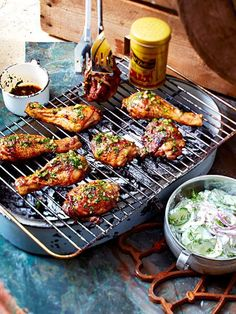 Marinated grilled chicken pieces with cucumber salad recipe DELICIOUS – Grillen Salad Recipes, Snack Recipes, Dinner Recipes, Snacks, Chicken Marinades, Chicken Recipes, Bacon Wrapped Chicken Bites, Marinated Grilled Chicken, Grill Party