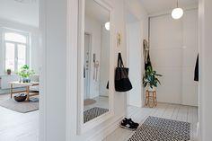 white hallway, patterned rug | alvhem makleri