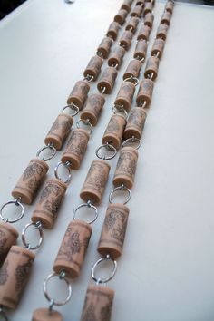 Wine Cork Garland from Wooden Bee can use as curtain also. Wine Craft, Wine Cork Crafts, Wine Bottle Crafts, Diy Projects To Try, Crafts To Make, Cork Garland, Wine Cork Ornaments, Wine Cork Projects, Wine Cork Art