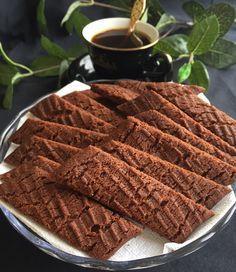 Spröda och goda chokladsnittar som du snabbt svänger ihop och som blir klara i ett nafs. En småkaka som är perfekt att ta fram till fika stunden och som oftast är omtyckt av både stora och små. Mums…