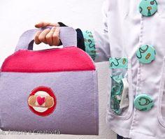 La valigetta fai da te e il costume da dottoressa Peluche Diaper Bag, Lunch Box, Costumes, Dolls, Sewing, Kids, Pane, Tutorial, Masks