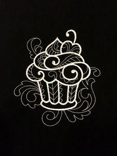 Forklær med nydelige broderte motiv, og monogrammer. Vi har også personlige servietter, badekåper, håndklær, og forklær med eget monogram til dåp, bryllup, hytten, båten etc. Skriv inn ønskede bokstaver og bestill direkte i vår nettbutikk.