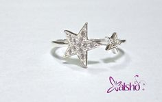 Anillo de Plata en forma de estrella con zirconias. $220