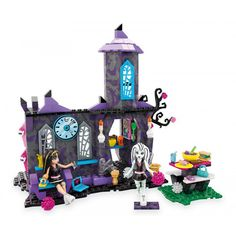 The Mega Bloks Monster High Creepateria is complete with a trophy tower, serving counter full of ghastly grub and an outdoor picnic table where Cleo de Nile and Frankie Stein can fang out before and after class. Building Sets For Kids, Building Toys, Halo Mega Bloks, Mattel Shop, Outdoor Picnic Tables, Mega Blocks, Toy R, Kits For Kids, Monster High Dolls