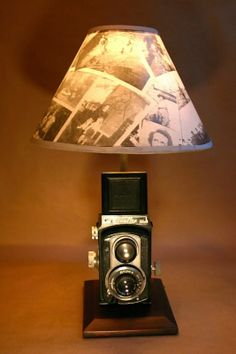 Vintage Camera Repurposed by Emily - The Friday 5 - Vintage Cameras Antique Cameras, Old Cameras, Vintage Cameras, Vintage Camera Decor, Vintage Diy, Lampe Photo, Diy Lampe, Deco Originale, Cool Lamps