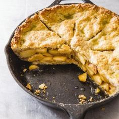 Cast Iron Apple Pie There is nothing quite like a perfect apple pie. Cast Iron Skillet Cooking, Iron Skillet Recipes, Cast Iron Recipes, Pie Dessert, Dessert Recipes, Fruit Dessert, Fruit Recipes, Dessert Ideas, Fall Recipes